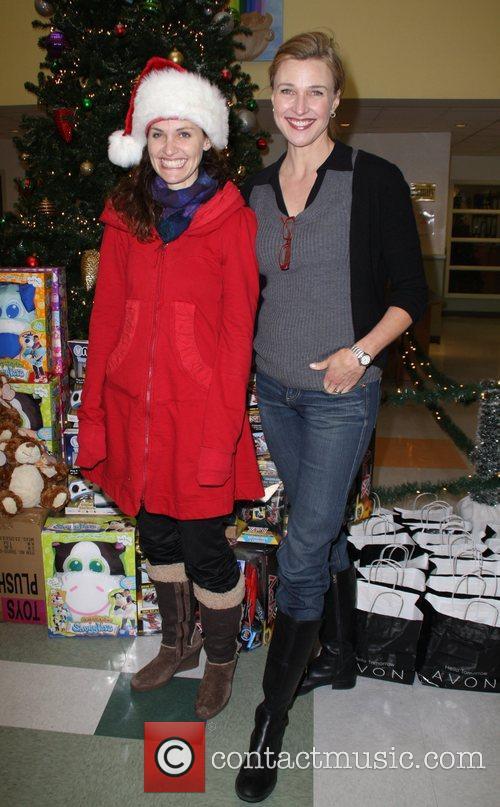 Amy Brenneman and Brenda Strong 9