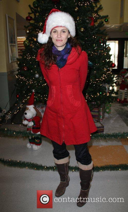 Amy Brenneman 11