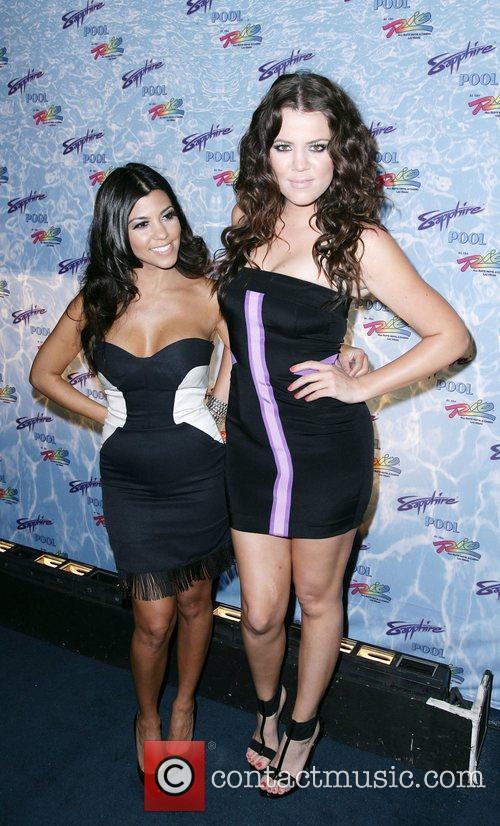 Kourtney Kardashian and Khloe Kardashian 8