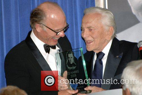 Ed Harris and Kirk Douglas 9