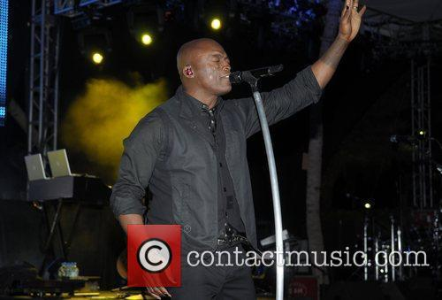 Seal performs at Destination Fashion 2009 Miami, Florida