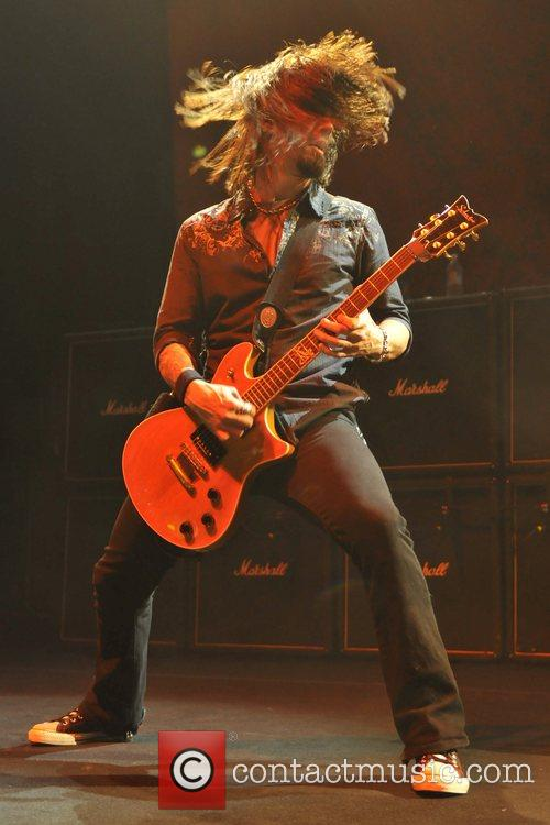 Jerry Horton of Papa Roach  playing live...