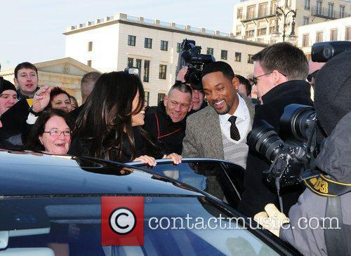 Will Smith and Rosario Dawson 5