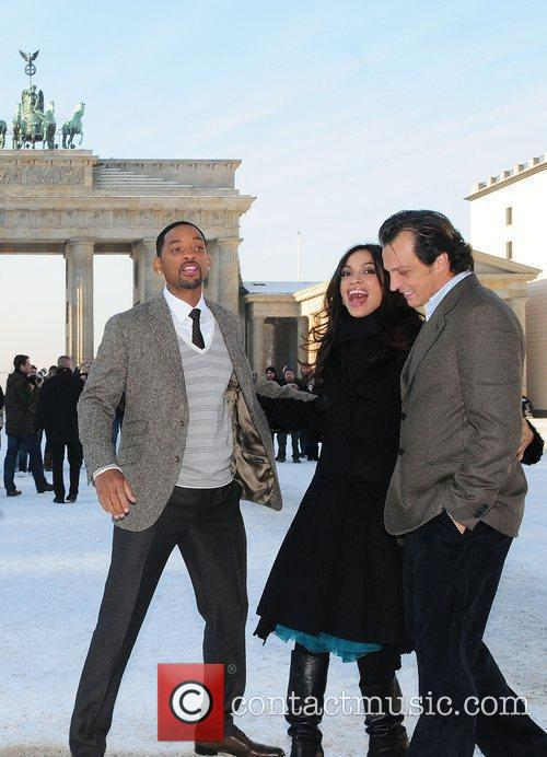 Will Smith and Rosario Dawson 1