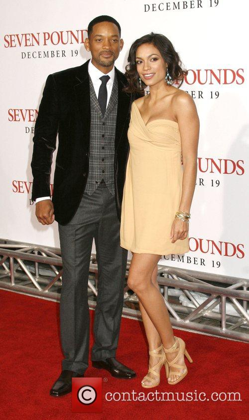 Will Smith and Rosario Dawson 7