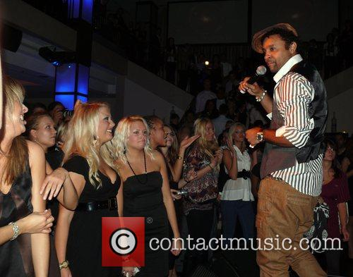 Shaggy Performing Live and Shaggy 2