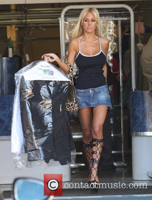 Shauna Sands Seen picking up her laundry from...