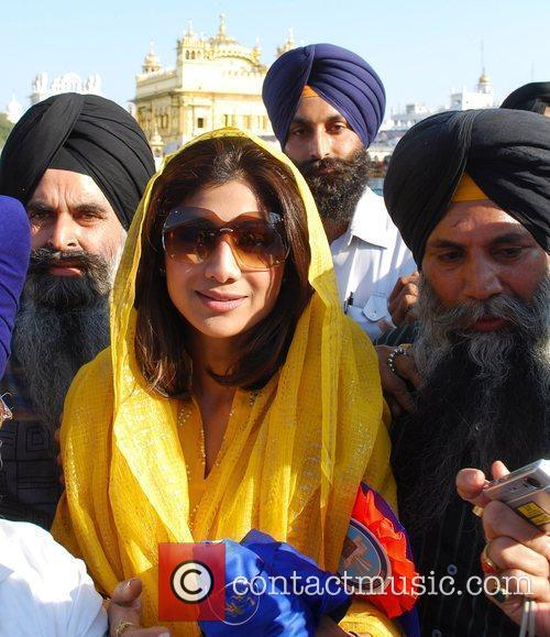 Visits the Golden Temple in Amritsar