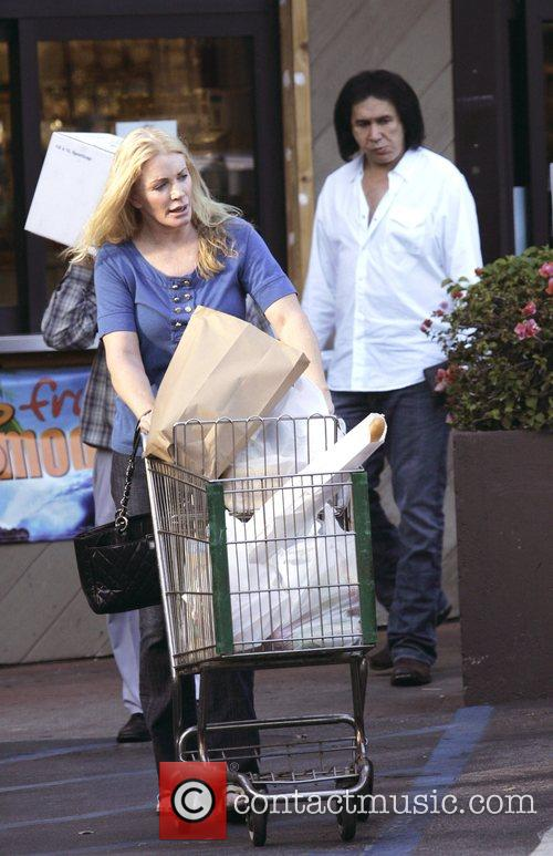 Shannon Tweed and Gene Simmons leaving a grocery...