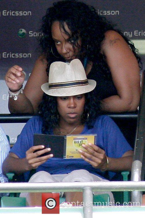 Watches the match between Serena Williams and Li...