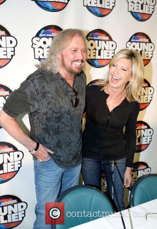 Olivia Newton John and Barry Gibb Press conference...