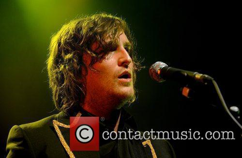 Performs at the Shepherds Bush Empire