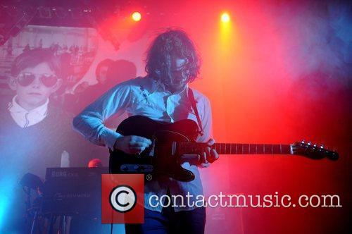 Pete Greenwood of Starsailor performs at the Shepherds...