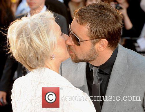 Helen Mirren and Russell Crowe 8
