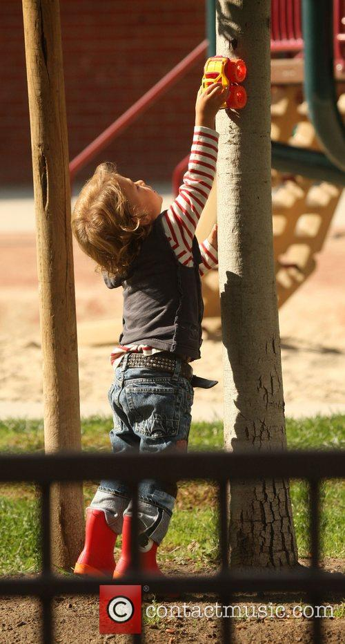 Gavin Rossdale  takes Kingston to the park...