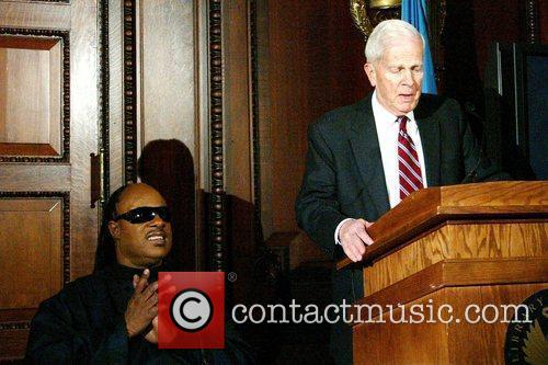 Stevie Wonder and Librarian of the US Congress James H. Billington 3