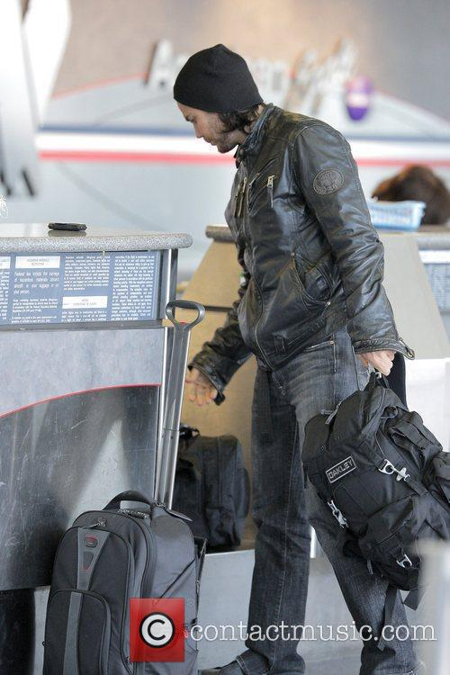 'friday Night Lights' Star Taylor Kitsch Arrives At Lax Airport To Catch An American Airlines Flight 11