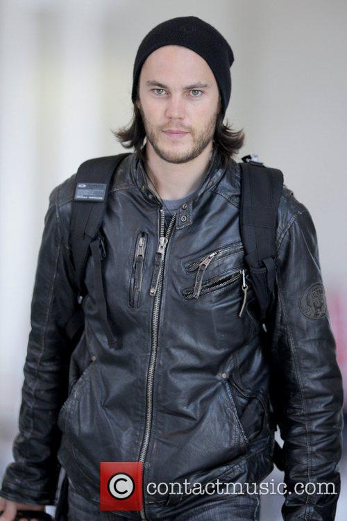 'friday Night Lights' Star Taylor Kitsch Arrives At Lax Airport To Catch An American Airlines Flight 6