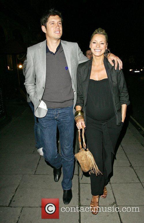 Vernon Kaye leaves Scott's restaurant with pregnant wife...