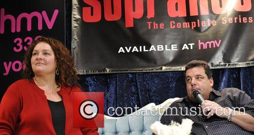 Aida Turturro and Steve Schirripa 7