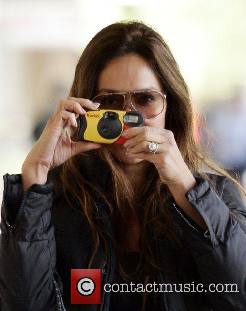 Tia Carrera takes pictures of photographers whilst shopping...