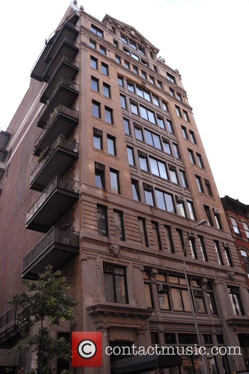 * CRUISE DENIES BUYING-UP NEW YORK BUILDING TOM...