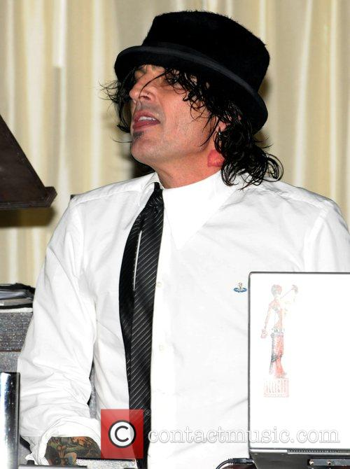 Tommy Lee 9