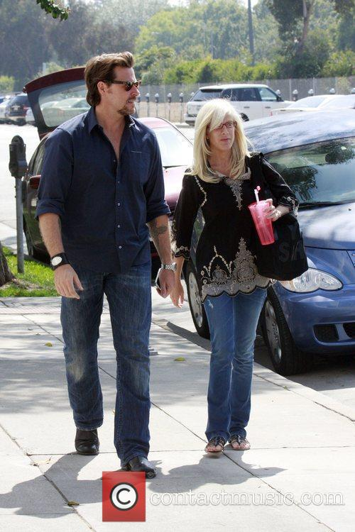 Tori Spelling and Dean McDermott having lunch at M Cafe in Santa Monica after spending the day at a hair salon 4