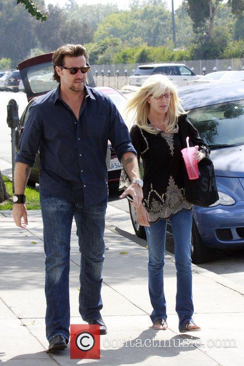Tori Spelling and Dean McDermott having lunch at...