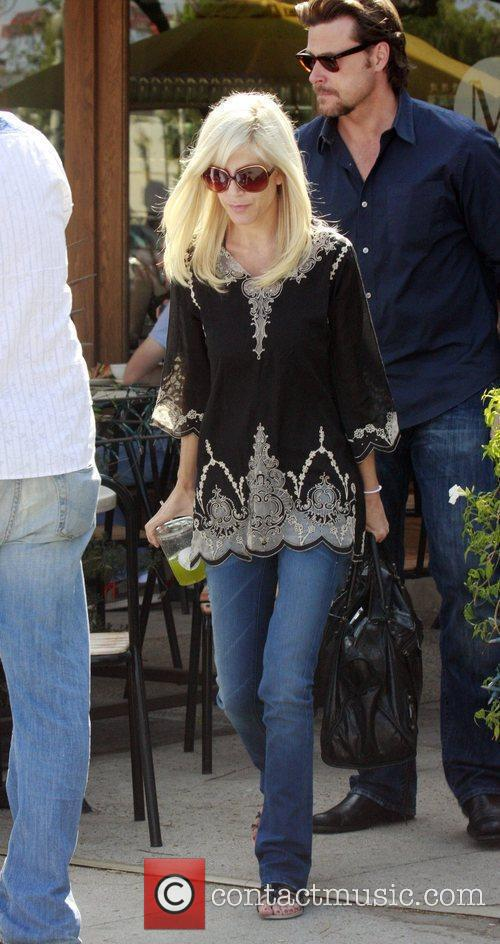 Tori Spelling and Dean McDermott having lunch at M Cafe in Santa Monica after spending the day at a hair salon 6