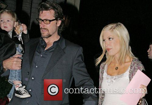 Tori Spelling with her husband Dean McDermott