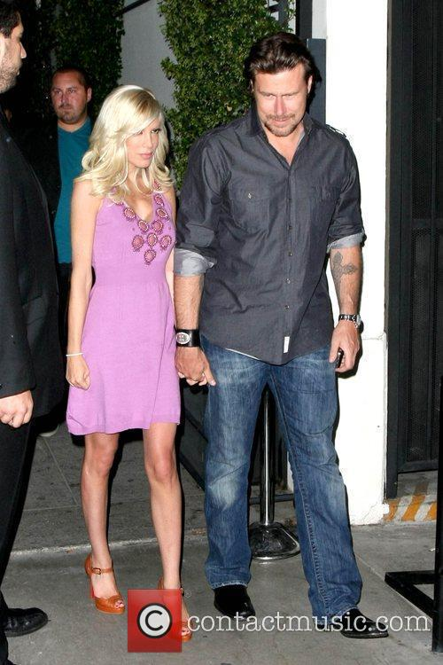 Tori Spelling and Her Husband Dean Mcdermott 7