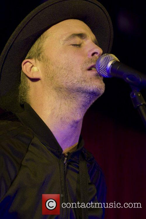 Fran Healy of Travis performing at the Hard...
