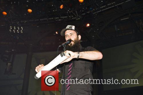 dan le sac vs scroobius pip performing live at the roundhouse as part of the turning festival 2410313