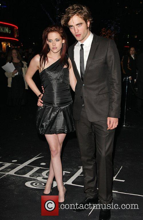 Kristen Stewart and Robert Pattinson 7