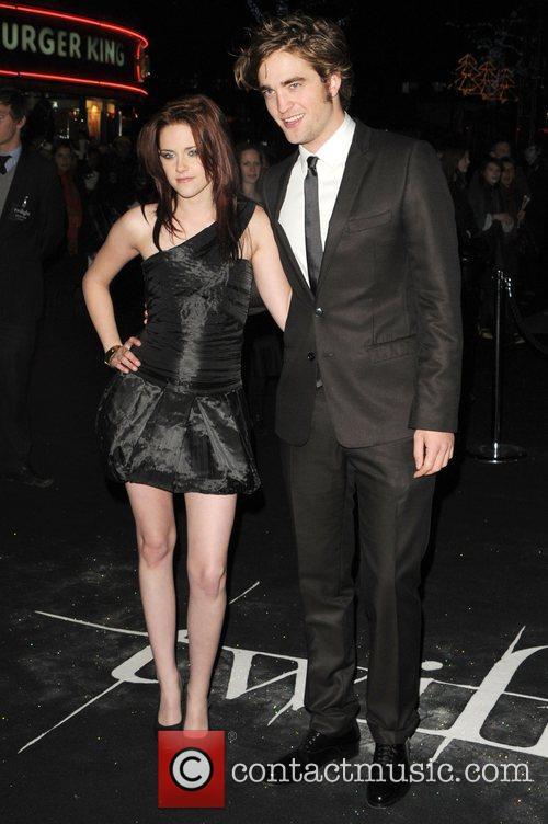 Kristen Stewart and Robert Pattinson 9