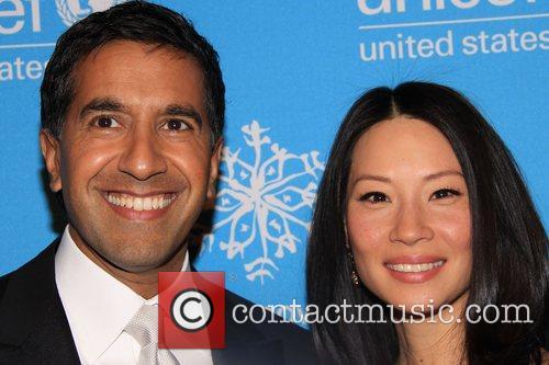 Dr. Sanjay Gupta and Lucy Liu 2008 UNICEF...