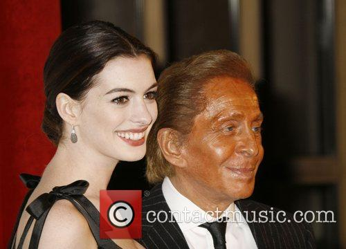 Anne Hathaway and Valentino Garavani 8