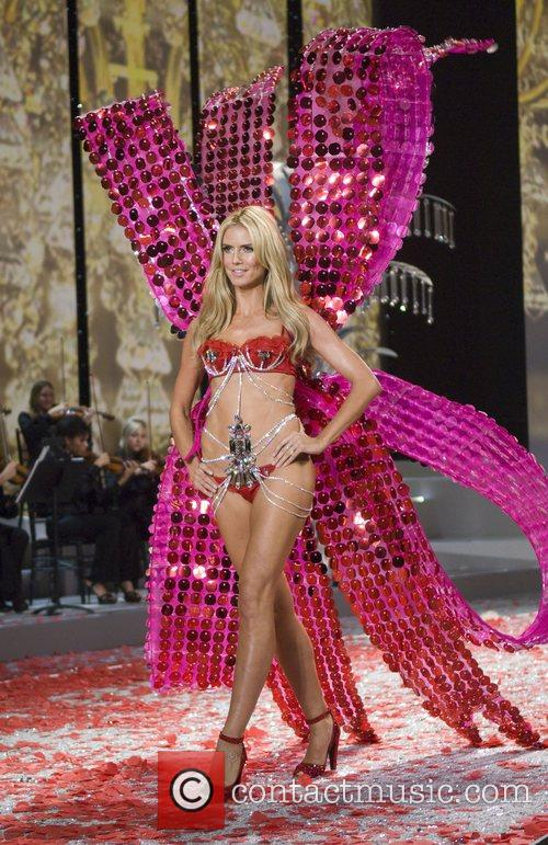 Victoria's Secret Angel Heidi Klum Walks the runway...