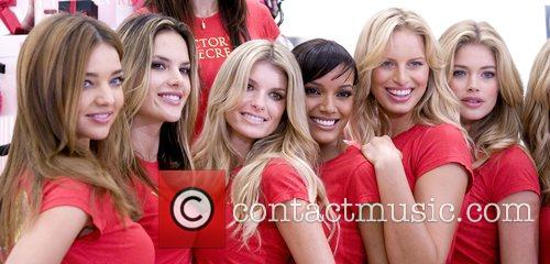 Miranda Ker, Alessandra Ambrosio, Marisa Miller, Selita Ebanks,...