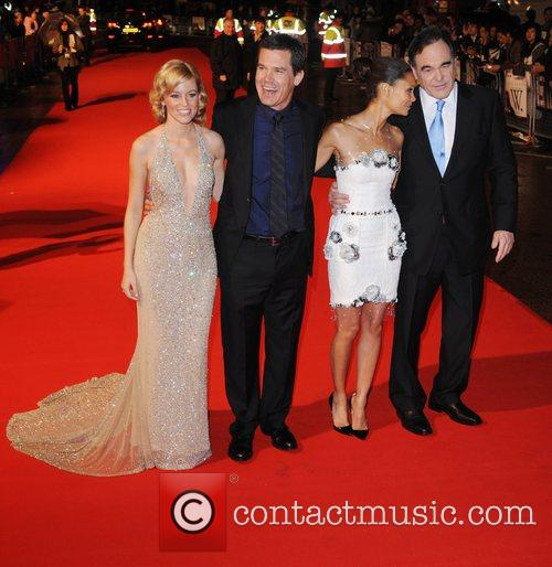 Elizabeth Banks, Josh Brolin, Oliver Stone and Thandie Newton 6