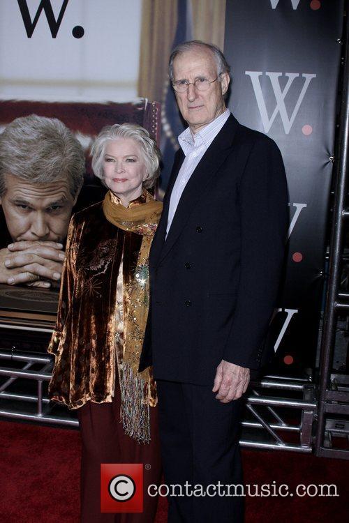 Ellen Burstyn and James Cromwell 5