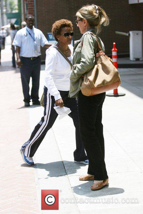 Stand-up Comedienne Wanda Sykes Visits A Medical Building In Beverly Hills - Her Wife Alex Gave Birth To Twins Olivia Lou 3