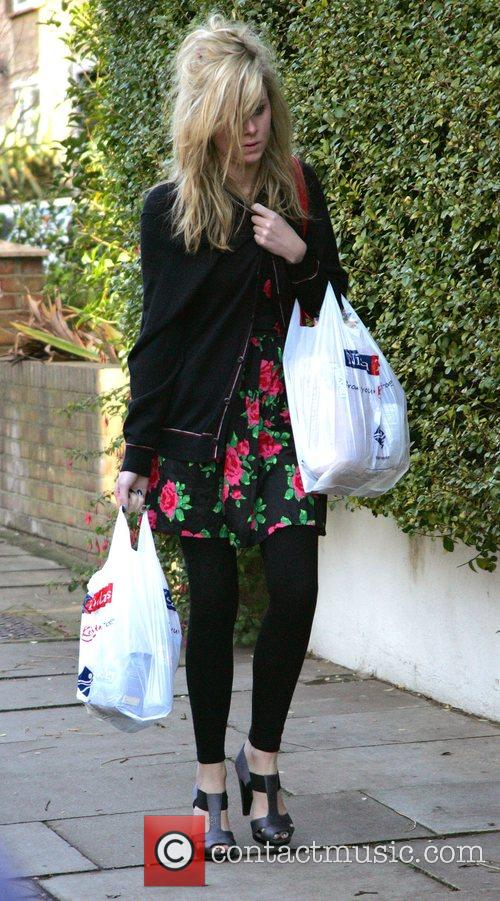 A dishevelled looking Diana Vickers  returns to...