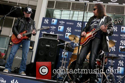 Scott Ian Of Anthrax and Ace Frehley 5