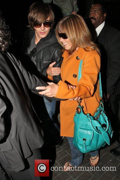 Zac Efron and His Mother Arrive At Lax On A Ba Flight From London. 4