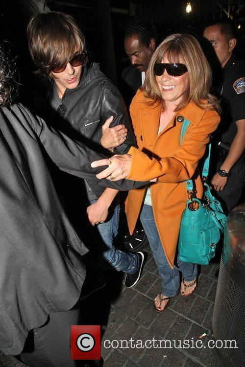 Zac Efron and His Mother Arrive At Lax On A Ba Flight From London. 7