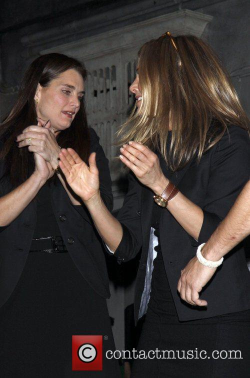 Brooke Shields & Jennifer Aniston  take a...
