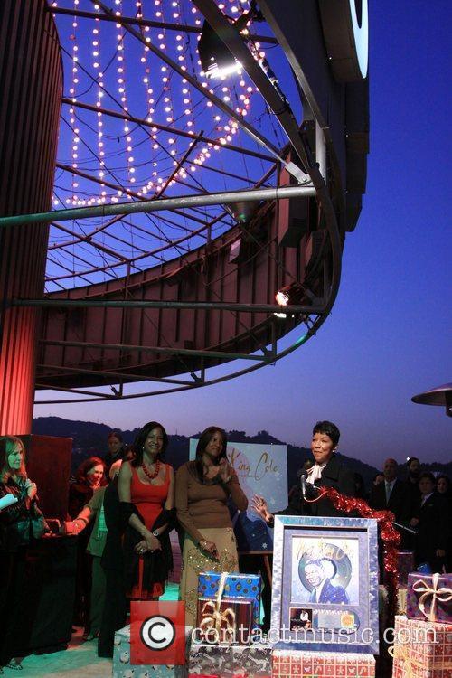 Natalie Cole Natalie Cole Lights Capitol's Legendary Rooftop...