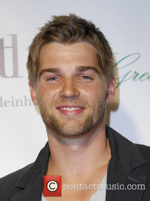 Mike Vogel 2